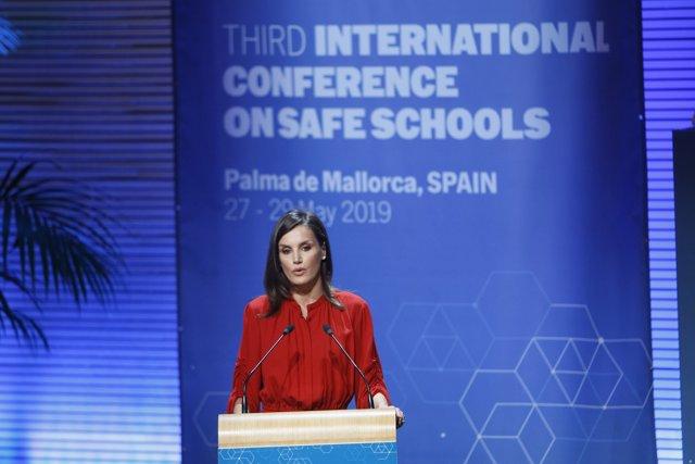 La Reina Letizia clausura la III Conferencia Internacional sobre Escuelas Seguras en Palma de Mallorca