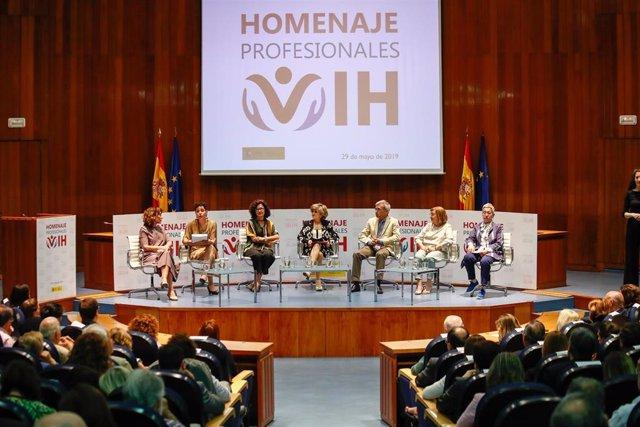 Acto de homenaje a profesionales sanitarios del ámbito del VIH en el Ministerio de Sanidad