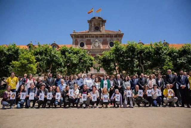 Treballadors i diputats sobiranistes del Parlament commemoren l'aniversari de Forcadell