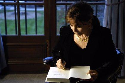 Isabel Allende presenta su último libro, 'Largo pétalo de mar', inspirado en el drama de los inmigrantes