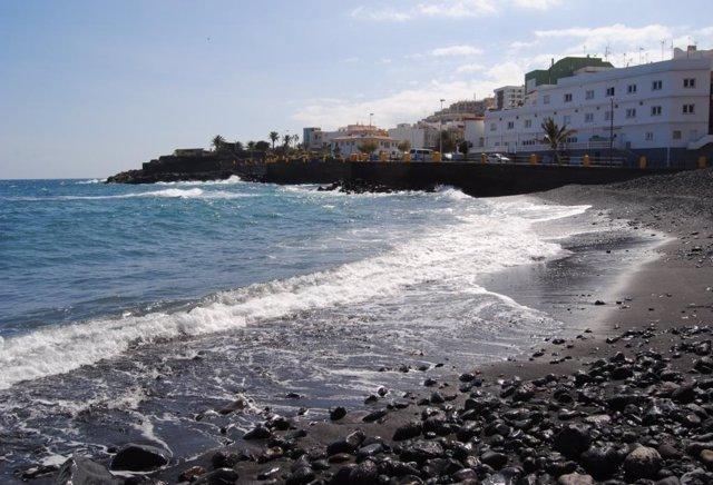 Sucesos.- Salvan de morir ahogado a un hombre en Las Caletillas (Tenerife)