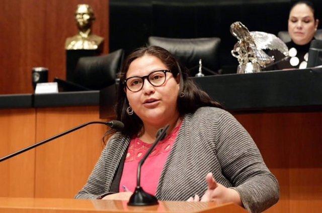 Estalla un libro bomba en el despacho de la senadora mexicana Citlalli Hernández que ha sufrido heridas leves