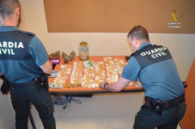 Sevilla.- Sucesos.- Detenidas tres personas en La Rinconada por vender hachís y cocaína desde una vivienda