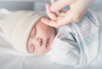 Así deberían ser las primeras horas de vida de un bebé
