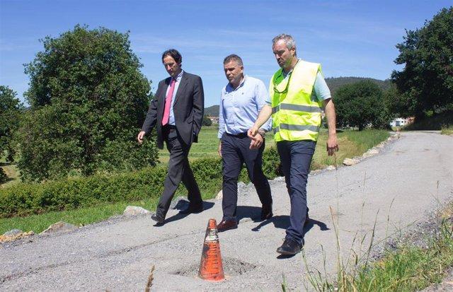 Argoños.- Obras Públicas realiza una senda peatonal en la carretera de 'El Gromo'