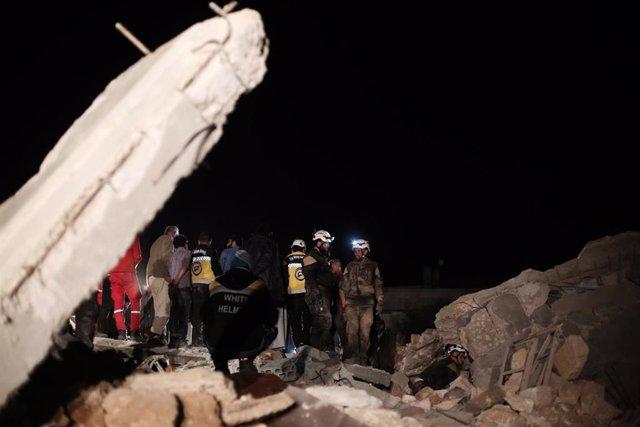 Siria.- Mueren diez civiles, entre ellos cinco niños, en un bombardeo supuestamente ejecutado por Rusia en Idlib