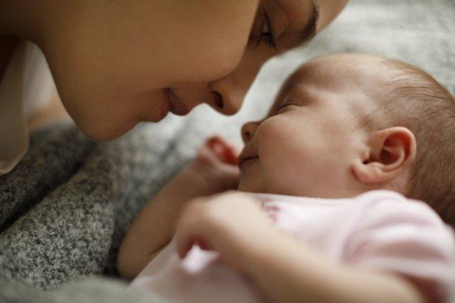 Las 5 pautas para estimular visualmente a los bebés desde que nacen