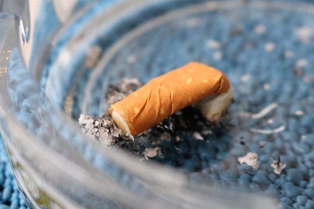 La Unión de Consumidores incide en que un fumador tiene una esperanza de vida 10 años menor que un no fumador