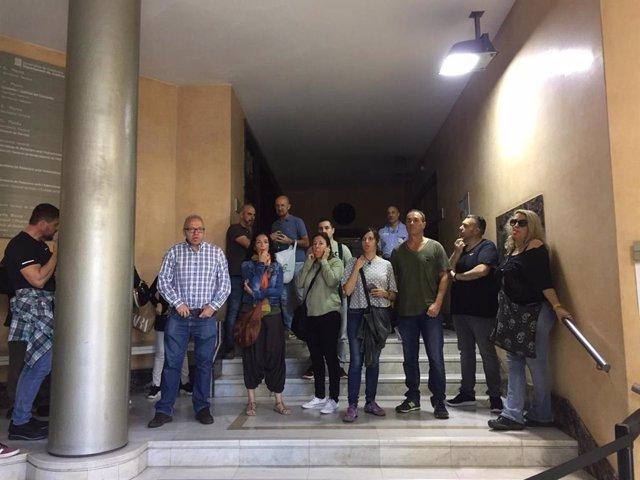 Funcionarios de prisiones ocupan el vestíbulo de la Conselleria de Justicia por la falta de personal