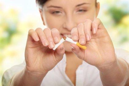"""Sanidad financiará los tratamientos para dejar de fumar y abre la puerta a """"alguna modificación"""" en la Ley Antitabaco"""