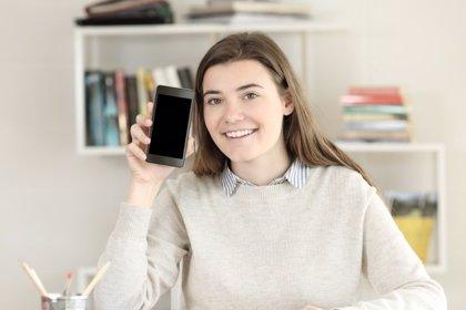 Apaga el móvil si estás estudiando: rendirás más