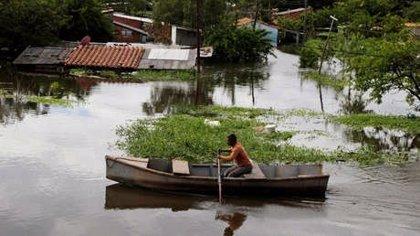 Más de 65.000 personas evacuadas por el desborde de un río en Argentina y Paraguay