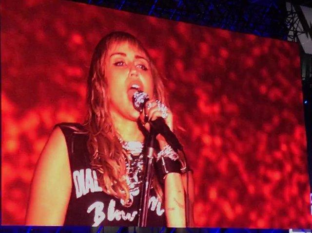 Miley Cyrus converteix el Primavera Sound en una discoteca a l'aire lliure