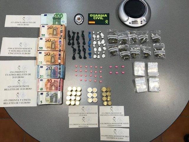 Sucesos.- Detenidos en Playa d'en Bossa (Ibiza) dos personas que traficaban con drogas en locales de ocio