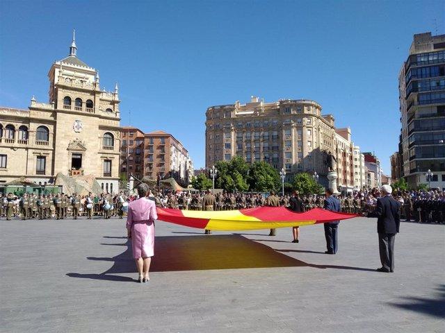 Izado de bandera, exposición de materiales o demostraciones caninas, actos del Día de las Fuerzas Armadas en Valladolid