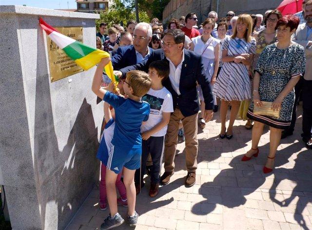 """Ceniceros espera que el nuevo parque de Entrena """"se convierta en un espacio de convivencia para los vecinos"""""""
