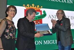 Miguel Ríos rep el premi Andalús de l'Any de la Casa d'Andalusia a Barcelona
