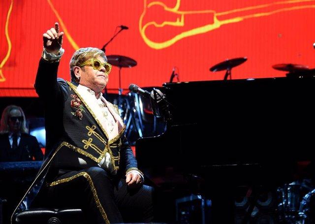 """Elton John contra el Brexit: """"Soy europeo, no un estúpido colonialista inglés"""""""