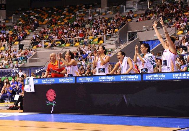 Baloncesto/Selección.- La selección femenina comienza su preparación al Eurobasket arrollando a la anfitriona Letonia