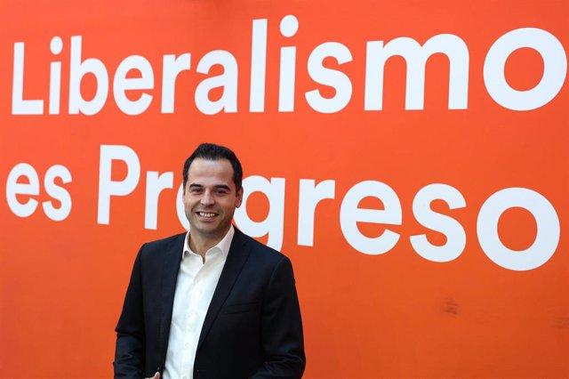 El Candidato de Ciudadanos a presidir la Comunidad de Madrid, Ignacio Aguado, atiende a los medios de comunicación para valorar la actualidad política