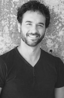 Málaga.- El actor y escritor Carlos Bahos presenta en el MVA su libro 'Amores suspensos, y otros aprobados con chuleta'