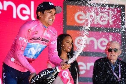 Cientos de ecuatorianos celebran eufóricos el triunfo de Carapaz en el Giro de Italia