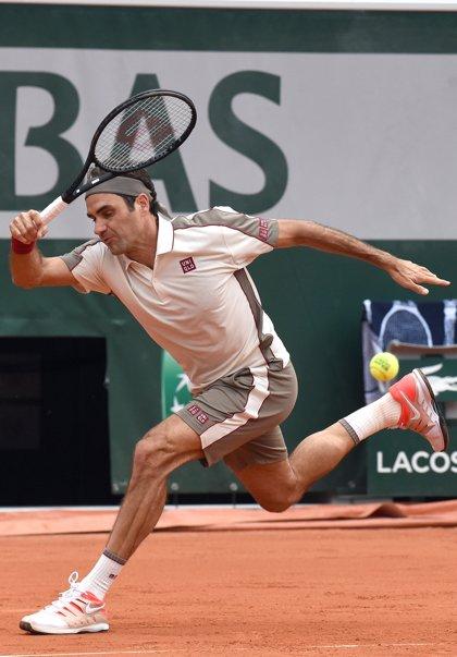 Federer pasa a cuartos de final en el Abierto de Francia con una cómoda victoria ante el argentino Mayer
