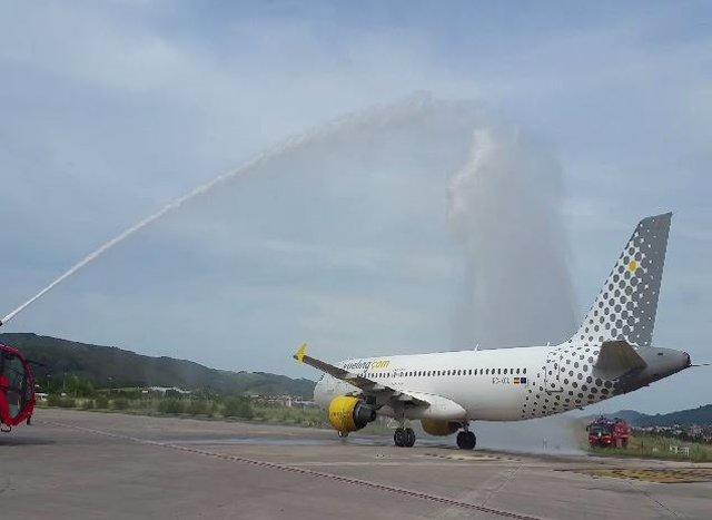 Vueling incorpora su quinto avión basado en el aeropuerto de Loiu y este verano pondrá a la venta 1,8 millones de plazas