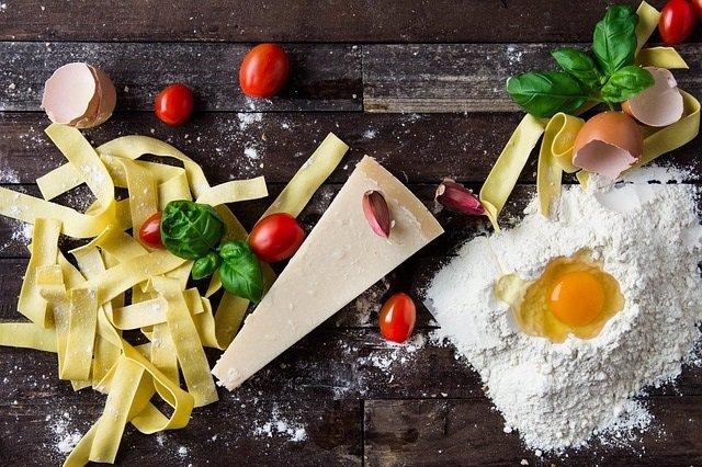 Dieta mediterranea, comida, pasta, queso, tomates