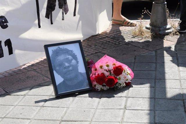 Concentración ante el inicio del juicio por la muerte de Samba Martine, la mujer congoleña fallecida en un CIE de Aluche
