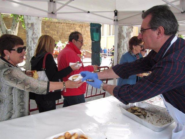 Reparto pan, pez y vino 2018 en San Bernabé en Logroño