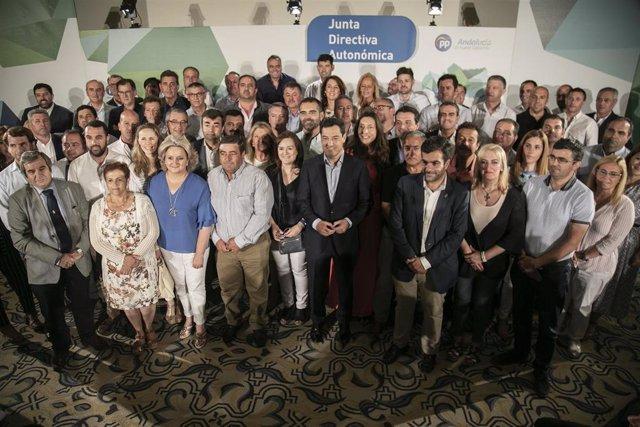El presidente del PP-A y de la Junta de Andalucía, Juanma Moreno, preside la Junta Directiva Autonómica del PP-A