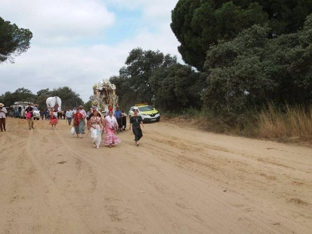 Romeros, en el camino de vuelta de la aldea de El Rocío.