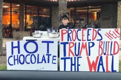 Un niño de siete años recauda 22.000 dólares para el muro de Trump vendiendo chocolate y limonada