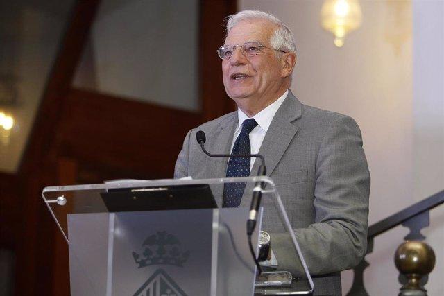 Borrell atiende a los medios antes de asistir a la Tercera Conferencia Internacional sobre Escuelas Seguras