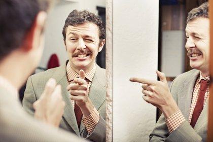 Pistas para identificar a un narcisista