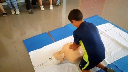 Profesionales del Hospital de Alcalá la Real  imparten a escolares un taller de resucitación cardiopulmonar