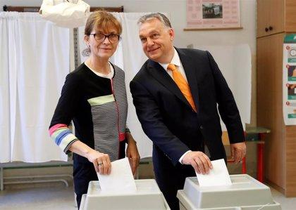 """El partido de Orban considera ahora que """"lo mejor"""" es quedarse con los 'populares' europeos"""