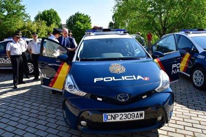 La Policía Nacional presenta sus nuevos vehículos radiopatrullas inteligentes, catalogados como 'oficinas móviles'