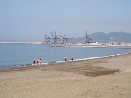 """De la Torre dice que es """"lógico"""" que haya playas libres de humo de tabaco y apuesta porque existan en Málaga"""