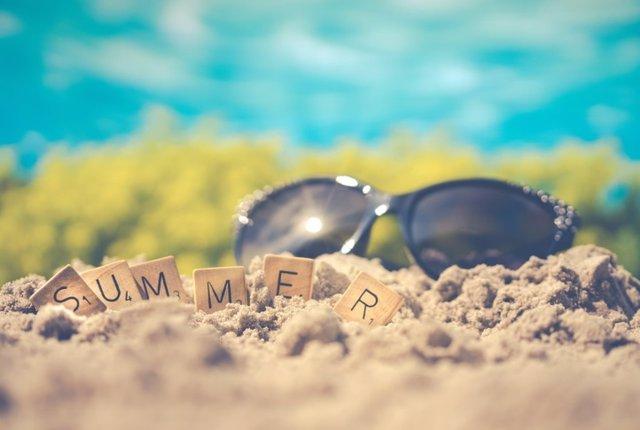 Con la llegada del verano aumentan las solicitudes de información sobre el tipo de protección ocular que debe usarse