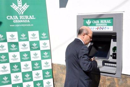 Instalan cajeros en nueve municipios de Granada para evitar la exclusión financiera
