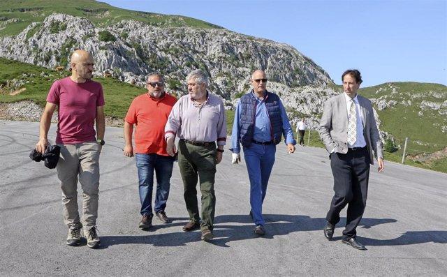 Gobierno y Arredondo ultiman la preparación del Alto de Los Machucos para la Vuelta a España