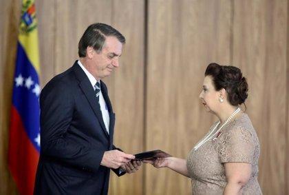 Bolsonaro reconoce formalmente a la 'embajadora' de Guaidó en Brasil