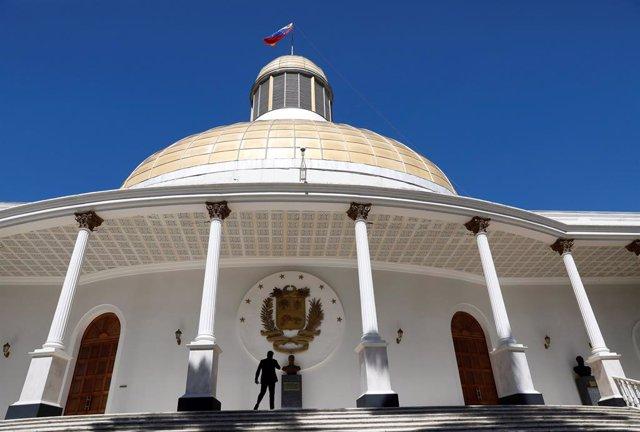 Venezuela.- La prensa logra entrar a la Asamblea Nacional tras cinco semanas de bloqueo de las fuerzas 'chavistas'