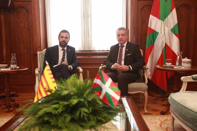 El lehendakari, Iñigo Urkullu, se reune con el  presidente del Parlamento de Cataluña, Roger Torrent, en el Palacio de Ajuria Enea en Vitoria