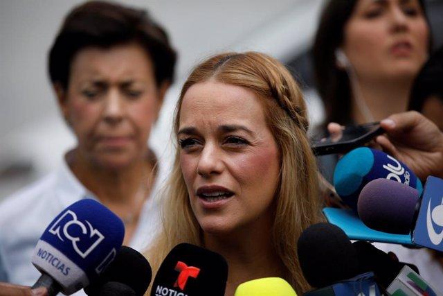 """Guaidó dice que Lilian Tintori está en España """"en una gira por el tema humanitario"""""""