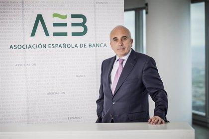 Campuzano (AEB) atribuye la reducción de empleos y oficinas en banca a la necesidad de ser rentable