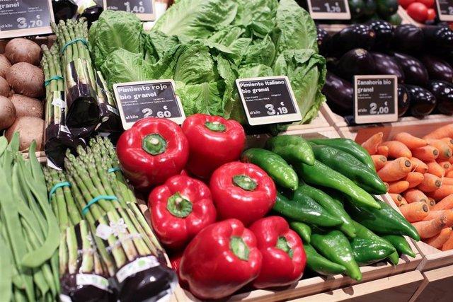 Economía/Consumo.- Carrefour elimina el plástico en la sección de frutas y verduras en sus tiendas 'Bio'