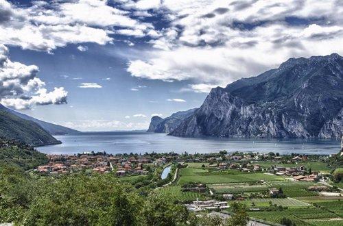 La rotación terrestre mueve el agua en el Lago Garda
